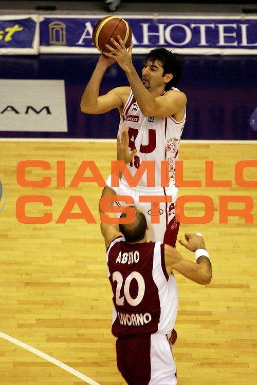 DESCRIZIONE : Milano Lega A1 2005-06 Armani Jeans Olimpia Milano Basket Livorno<br /> GIOCATORE : Gigena<br /> SQUADRA : Armani Jeans Olimpia Milano<br /> EVENTO : Campionato Lega A1 2005-2006<br /> GARA : Armani Jeans Olimpia Milano Basket Livorno<br /> DATA : 18/12/2005<br /> CATEGORIA : Tiro<br /> SPORT : Pallacanestro<br /> AUTORE : Agenzia Ciamillo-Castoria/L.Lussoso
