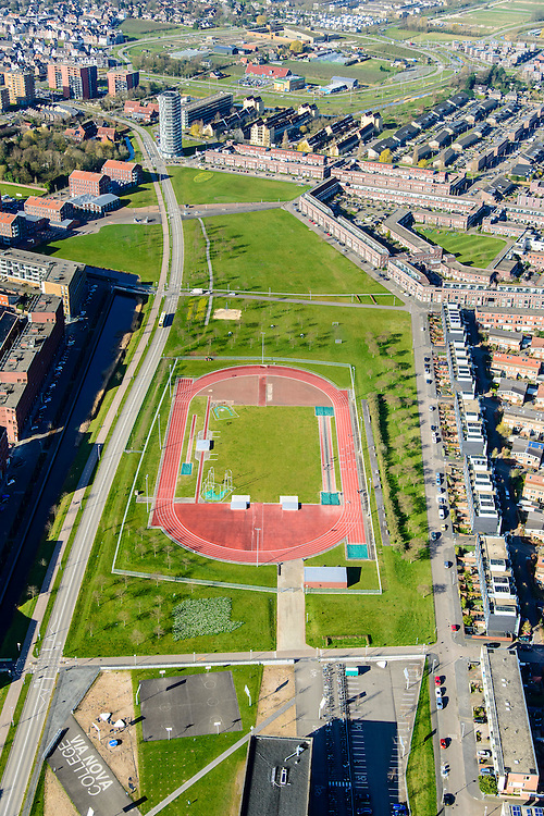 Nederland, Utrecht, Leidsche Rijn, 01-04-2016; Parkwijk, Prinses Amaliapark met atletiekbaan, onderdeel van de sportcampus.<br /> Princess Amalia Park with running track, part of the sports campus.<br /> <br /> luchtfoto (toeslag op standard tarieven);<br /> aerial photo (additional fee required);<br /> copyright foto/photo Siebe Swart