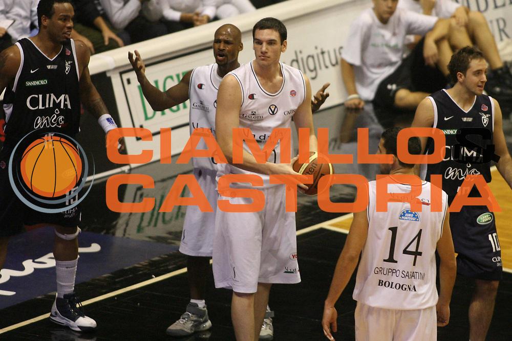 DESCRIZIONE : Bologna Lega A1 2006-07 VidiVici Virtus Bologna Climamio Fortitudo Bologna <br /> GIOCATORE : Crosariol Best <br /> SQUADRA : VidiVici Virtus Bologna <br /> EVENTO : Campionato Lega A1 2006-2007 <br /> GARA : VidiVici Virtus Bologna Climamio Fortitudo Bologna <br /> DATA : 29/10/2006 <br /> CATEGORIA : Delusione <br /> SPORT : Pallacanestro <br /> AUTORE : Agenzia Ciamillo-Castoria/G.Ciamillo