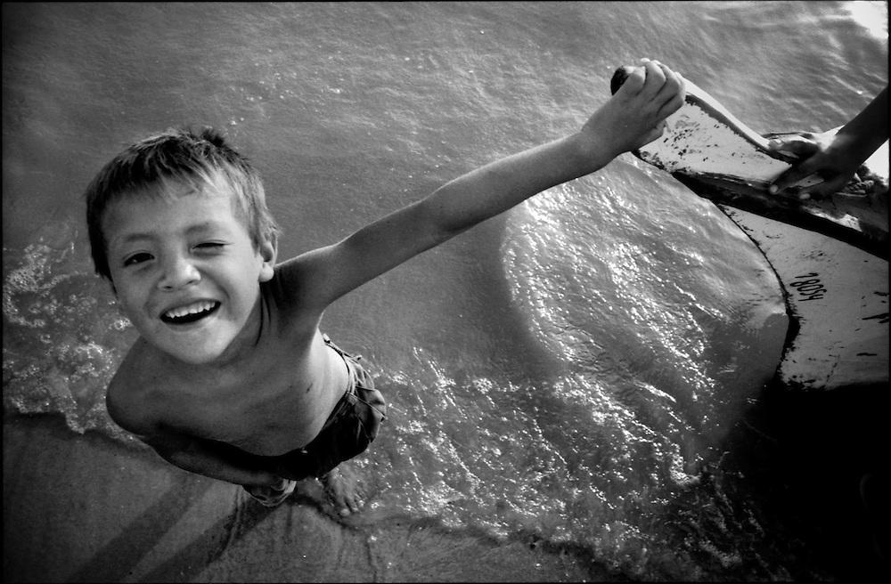 DAILY VENEZUELA / VENEZUELA COTIDIANA.Zapara Island, Zulia State - Venezuela 2002.(Copyright © Aaron Sosa)