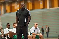 Basket<br /> 3. Oktober 2015<br /> BLNO<br /> Åpningshelg<br /> Haukelandshallen<br /> Ammerud - Kongsberg<br /> Ammerud trener Kelvin Joe Woods <br /> Foto: Astrid M. Nordhaug