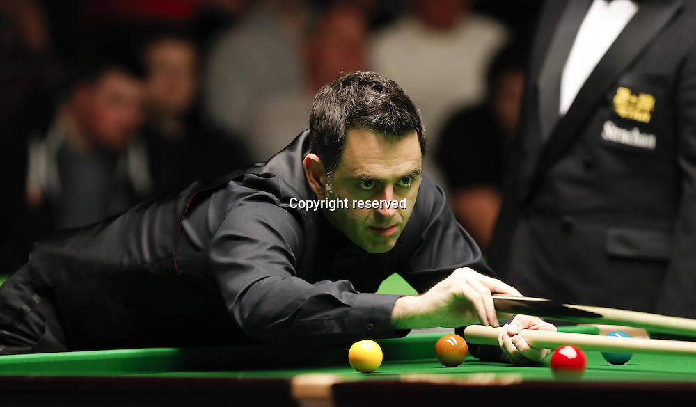 23.11.2016. York, Yorkshire, England.  Ronnie O Sullivan of England competes during the first round match with Boonyarit Keattikun of Thailand at the Snooker UK Championship in York, Britain on Nov. 23, 2016. Ronnie O Sullivan won 6-0.