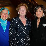 NLD/Amsterdam/20120304 - Modeshow voorjaar 2012 Paul Schulten, Hank Heijn, zus Neelie Kroes en Sylvia Toth