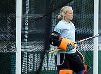 EINDHOVEN - Eerste keeper, Anne Veenendaalzaterdag bij de oefenwedstrijd tussen het Nederlands team van Jong Oranje Dames en dat van de Vernigde Staten. Volgende week gaat het WK-21 in Duitsland van start. FOTO KOEN SUYK