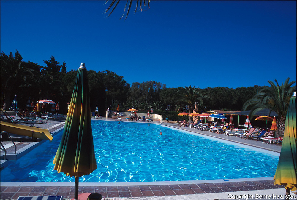 Hotell Blue Star Oasis, (3+ stjerner), Alghero, Sardinia..provia the French island of Corsica, the Italian Peninsula, Sardinia is the second largest island in the Mediterranean Sea (after Sicily and before Cyprus). It is an autonomous region of Italy. The nearest land are the french island Corsica, the italian peninsula, Sicily, Tunisia and the Spanish Balearic Islands