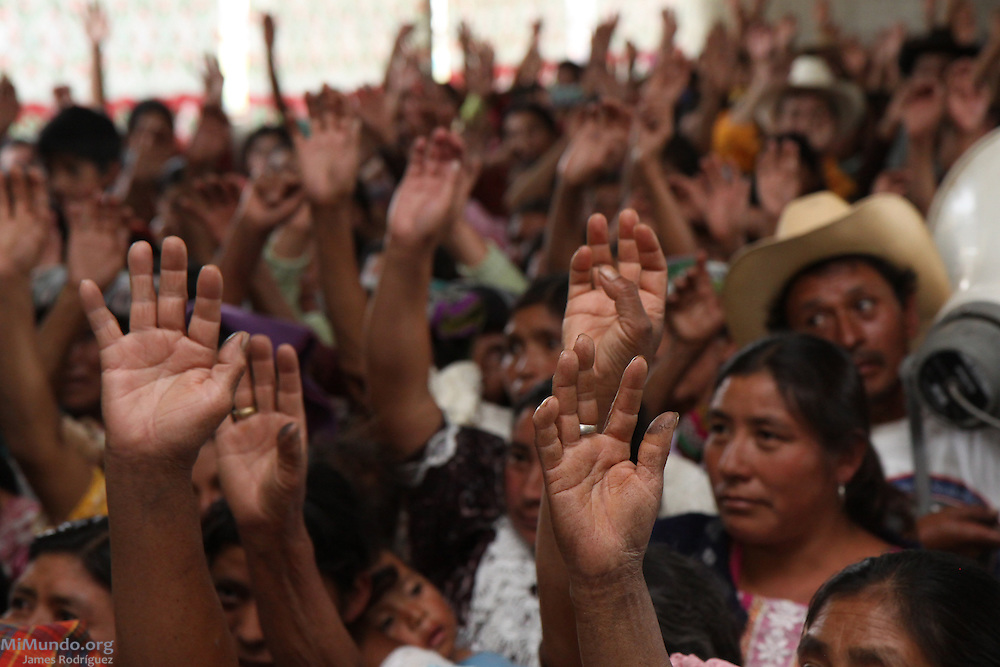 Residents of Cantón Pajajxit I, II and III vote during the community consultation on the exploitation of natural resources. On a historic day, residents from the municipality of Santa Cruz del Quiché - one of Guatemala's most important hubs and the birthplace of the Maya K'iche' people - unanimously rejected the exploitation of natural goods and resources, in particular through mining and hydroelectric activities. Santa Cruz, Quiche, Guatemala. October 22, 2010.