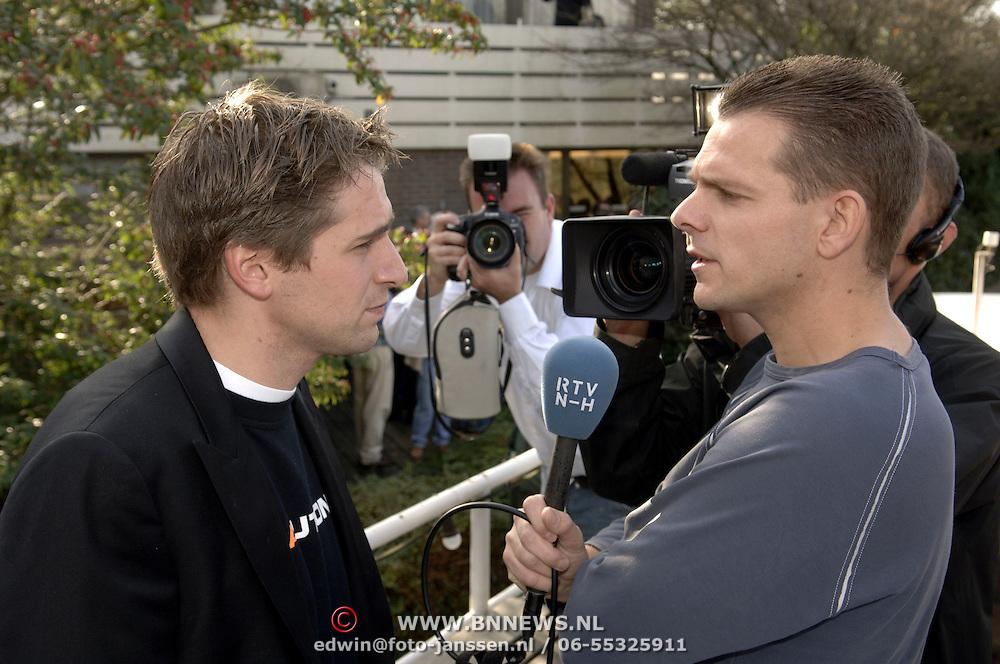 NLD/Vinkeveen/20051101 - Persconferentie Christijan Albers word de nieuwe rijder voor F1 Midland word geinterviewd