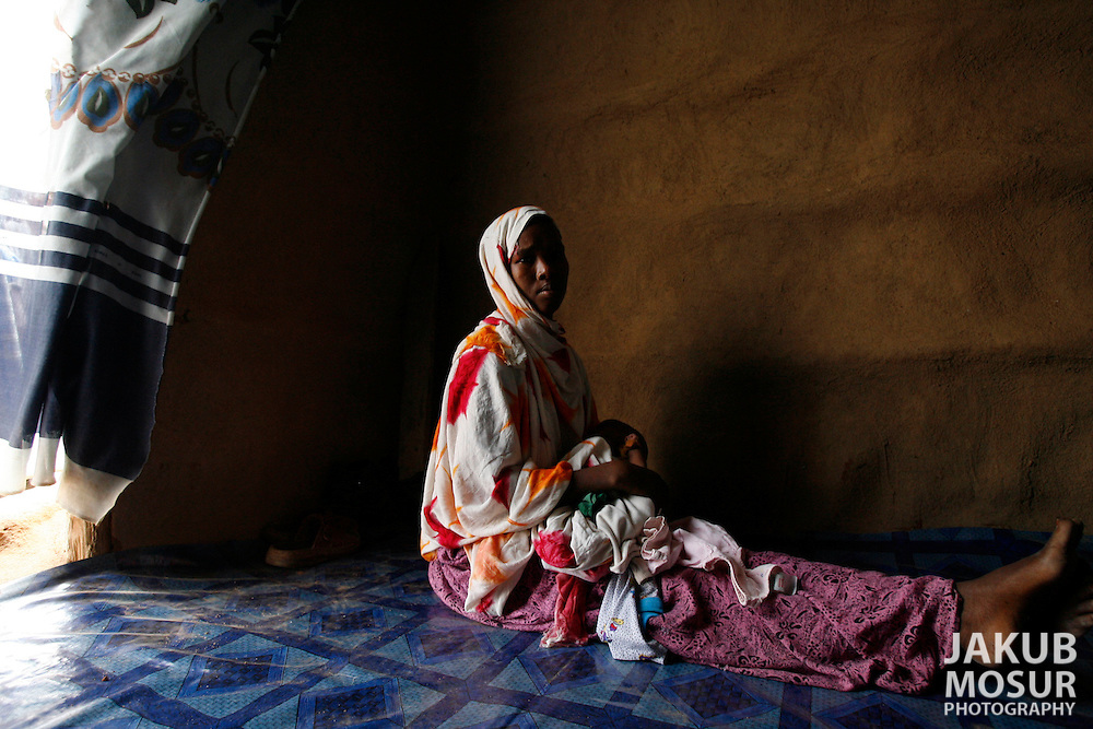 September 12, 2006 - Somali refugee, Muslimo Hassan, 17, sits with her newborn daughter at the Dagahaley Refugee Camp in Dadaab, Kenya, 50 miles from the Somali border. Somalis are fleeing from recent clashes between Somalia Union of Islamic Courts and Somali warlords. Over 21,000 refugees since January 2006 have arrived in Dadaab which has a growing population of 140,000 refugees, in the North Eastern province of Kenya..(Photo by Jakub Mosur/Polaris)