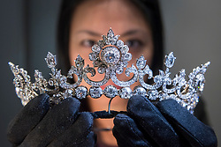 © Licensed to London News Pictures. 24/01/2020. LONDON, UK.  A staff member presents a stunning diamond tiara from the exclusive collection of the controversial 'Dancing Marquess', the 5th Marquess of Anglesey, Henry Cyril Paget who died in 1905.  The tiara is being shown at Hancocks jewellers in Mayfair before being unveiled at TEFAF Maastricht, one of the world's richest art fairs.  The tiara, circa 1890, is formed of a graduated row of over 100 carats of old European and old mine-cut diamonds, which can detach to form a rivière necklace.  Photo credit: Stephen Chung/LNP
