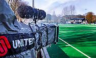 BLOEMENDAAL - hoofdklasse competitie mannen Bloemendaal-Kampong (1-1) . IJspegels aan de TV camera van Ziggo. De wedstrijd werd naar een ander veld verplaatst. COPYRIGHT KOEN SUYK