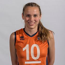 07-06-2016 NED: Jeugd Oranje meisjes &lt;2000, Arnhem<br /> Photoshoot met de meisjes uit jeugd Oranje die na 1 januari 2000 geboren zijn / Sarah van Aalen