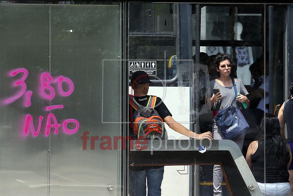 Ponto de ônibus pichado na Praça do Ciclista na Avenida Paulista, em São Paulo, contra o reajuste da tarifa no transporte público da capital. O Movimento Passe Livre (MPL) convocou protestos para a próxima sexta-feira (08), em três capitais do País contra o aumento da tarifa de ônibus, metrô e trem. Em São Paulo, a data da manifestação ocorre na véspera do reajuste, que começa a valer neste sábado (09). Foto: Marcelo D. Sants/FramePhoto