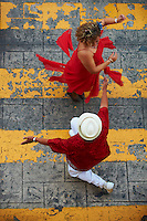 Mexique, Etat de Yucatan, Merida, capitale du Yucatan, Place de independance, Palais Municipal, groupe de musiciens et danseurs mexicains // Mexico, Yucatan state, Merida, the capital of Yucatan, square of independence, municipal palace, Mexican dancers and musicians