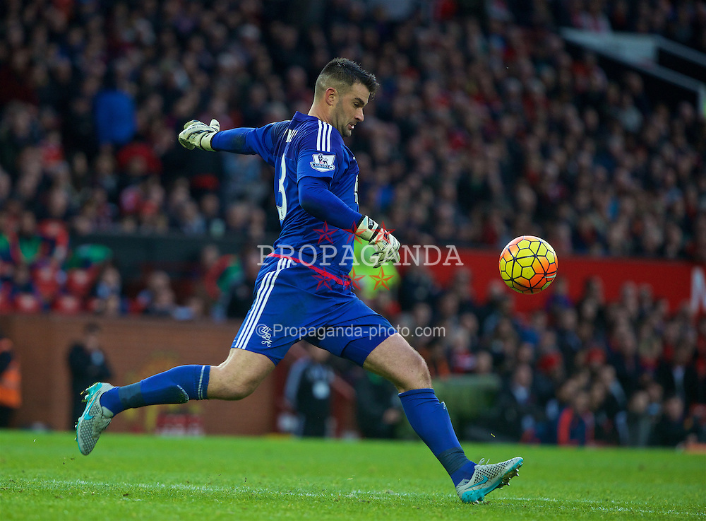 MANCHESTER, ENGLAND - Saturday, November 7, 2015: West Bromwich Albion's goalkeeper Boaz Myhill in action against Manchester United during the Premier League match at Old Trafford. (Pic by David Rawcliffe/Propaganda)