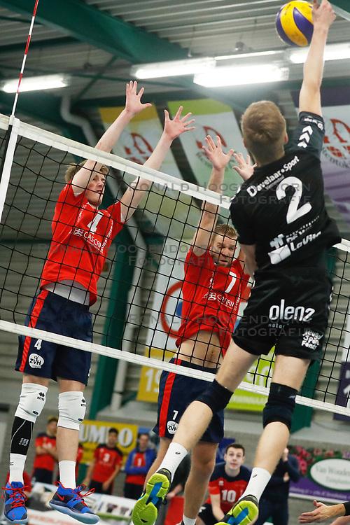 20181124 NED: Volleyball Top League ZVH - VCV: Zevenhuizen<br />Timothy Scheffers (4) of CAS CRM ZVH, Jan Jaap van Schuylenburg (7) of CAS CRM ZVH<br />©2018-FotoHoogendoorn.nl / Pim Waslander