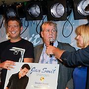 """NLD/Volendam/20120809 - CD presentatie en Gouden Plaaat Jan Smit """" Vrienden"""", Aloys Buys, Jaap Buys en Alice Buys"""