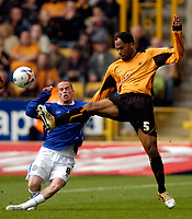 Photo: Richard Lane.<br /> Wolves v Leicester City. Coca Cola Championship.<br /> 17/09/2005.<br /> Wolves' Joleon Lescott clears as Leicester's Iain Hume challenges.