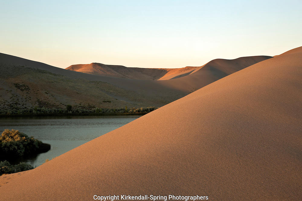 ID00655-00...IDAHO - Early morning at Bruneau Dunes State Park near Mountain Home.