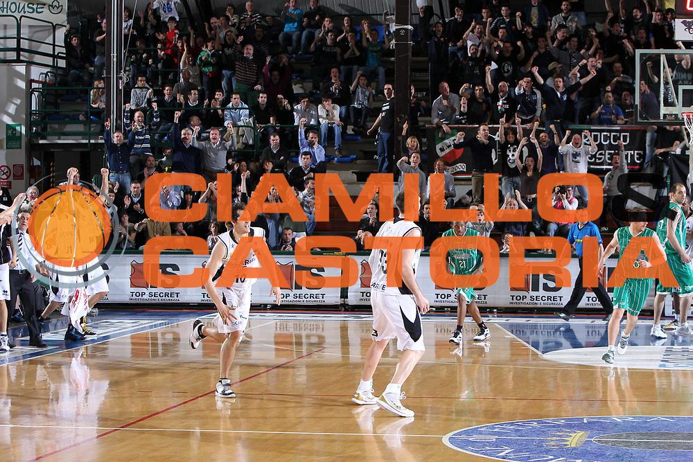DESCRIZIONE : Ferrara Lega A 2009-10 Basket Carife Ferrara Air Avellino<br /> GIOCATORE : Luke Jackson<br /> SQUADRA : Carife Ferrara<br /> EVENTO : Campionato Lega A 2009-2010<br /> GARA : Carife Ferrara Air Avellino<br /> DATA : 14/03/2010<br /> CATEGORIA : Esultanza<br /> SPORT : Pallacanestro<br /> AUTORE : Agenzia Ciamillo-Castoria/G.Contessa<br /> Galleria : Lega Basket A 2009-2010 <br /> Fotonotizia : Ferrara Campionato Italiano Lega A 2009-2010 Carife Ferrara Air Avellino<br /> Predefinita :
