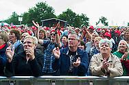 Foto: Gerrit de Heus. Emmen. 13-06-2015. Publiek tijdens het optreden van Armand en The Kik op Retropop.