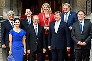 Koning Willem-Alexander en kroonprinses Victoria van Zweden zijn bij de viering van het 20-jarig jubileum van de inwerkingtreding van het Verdrag Chemische Wapens (CWC) en de oprichting van de Organisatie voor het Verbod van Chemische Wapens (OPCW). De ceremonie vond plaats in de Ridderzaal in Den Haag. <br /> <br /> King Willem-Alexander and Crown Princess Victoria of Sweden are celebrating the 20th anniversary of the entry into force of the Chemical Weapons Convention (CWC) and the establishment of the Organization for the Prohibition of Chemical Weapons (OPCW). The ceremony took place in the Ridderzaal in The Hague.<br /> <br /> Op de foto / On the photo:  Groepsfoto met o.a Koning Willem-Alexander en kroonprinses Victoria van Zweden //  King Willem-Alexander and Crown Princess Victoria of Sweden