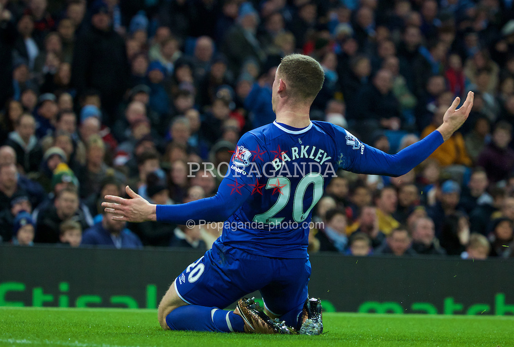MANCHESTER, ENGLAND - Wednesday, January 27, 2016: Everton's Ross Barkley celebrates scoring the first goal against Manchester City during the Football League Cup Semi-Final 2nd Leg match at the City of Manchester Stadium. (Pic by David Rawcliffe/Propaganda)