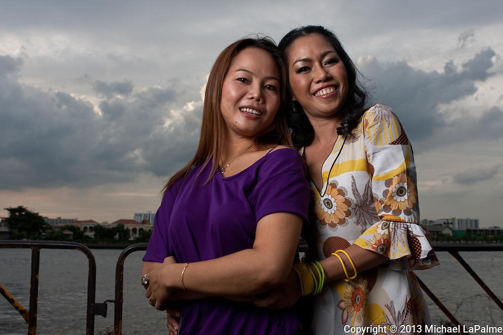 Shane & Vanda at Pra Sumen Fort at Santichaiprakarn Park on Pra Athit Road, Banglampo - Bangkok, Thailand