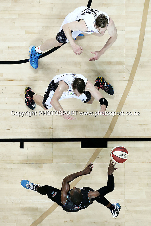 Cedric Jackson of the Breakers makes a pass against Mark Worthington and David Barlow of Melbourne United. 2014/15 ANBL, SkyCity Breakers vs Melbourne United, Vector Arena, Auckland, New Zealand. Friday 21 November 2014. Photo: Anthony Au-Yeung / photosport.co.nz
