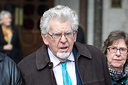 © Licensed to London News Pictures. 08/11/2017. London, UK. Rolf Harris leaves The High Court after the second day of a new application to challenge his conviction for sex offences. Photo credit : Tom Nicholson/LNP