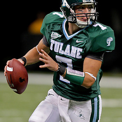 Oct 17, 2009; New Orleans, LA, USA;  Tulane Green Wave quarterback Joe Kemp (7) looks to throw during a game against the Houston Cougars at the Louisiana Superdome. Houston defeated Tulane 44-16.   Mandatory Credit: Derick E. Hingle-US PRESSWIRE
