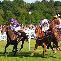 Whitecrest and William Twiston-Davies winning the 6.25 race