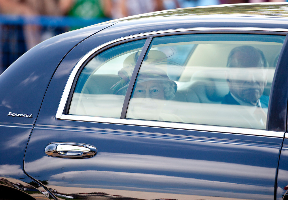 Queen Elizabeth II arrives for a tour of Research in Motion, the maker of the Blackberry in Waterloo, Ontario, July 5, 2010.<br /> AFP/GEOFF ROBINS/STR