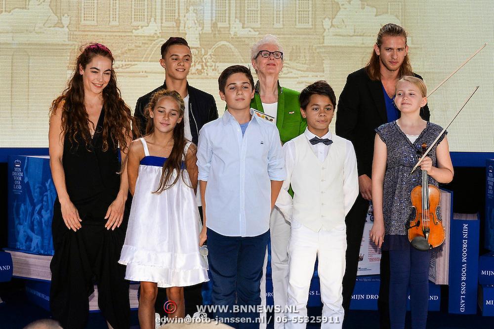 NLD/Apeldoorn/20130905- Uitreiking Droomboek aan koning Willem Alexander en koninging Maxima, voorstelling