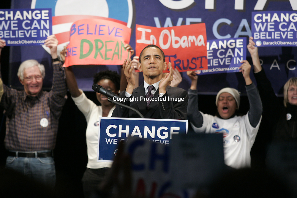 U.S. Democratic Presidential candidate Senator Barack Obama (D-IL) speaks during a campaign stop in Rochester, New Hampshire January 6, 2008.