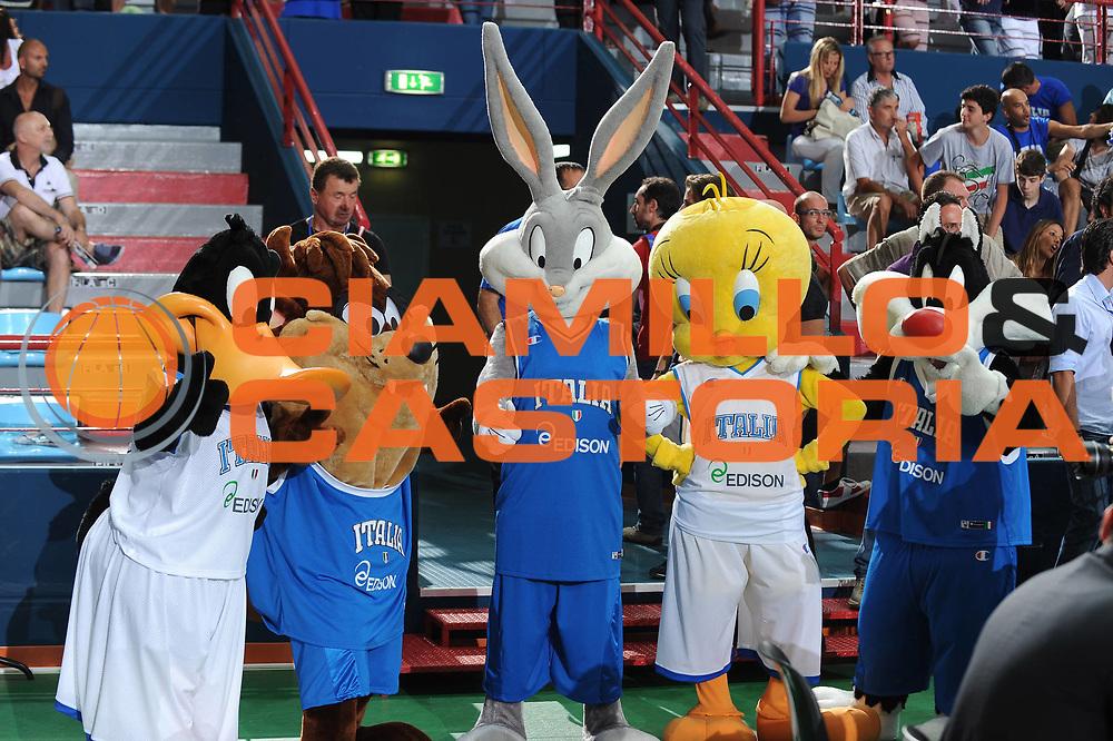 DESCRIZIONE : Bari Qualificazioni Europei 2011 Italia Israele<br /> GIOCATORE : Looney Tunes<br /> SQUADRA :<br /> EVENTO : Qualificazioni Europei 2011<br /> GARA : Italia Israele<br /> DATA : 02/08/2010 <br /> CATEGORIA : ritratto<br /> SPORT : Pallacanestro <br /> AUTORE : Agenzia Ciamillo-Castoria/GiulioCiamillo<br /> Galleria : Fip Nazionali 2010 <br /> Fotonotizia : Bari Qualificazioni Europei 2011 Italia Israele<br /> Predefinita :