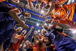 28-05-2017 NED: 2018 FIVB Volleyball World Championship qualification day 5, Apeldoorn<br /> Nederland - Slowakije / Team Nederland vreugde yell