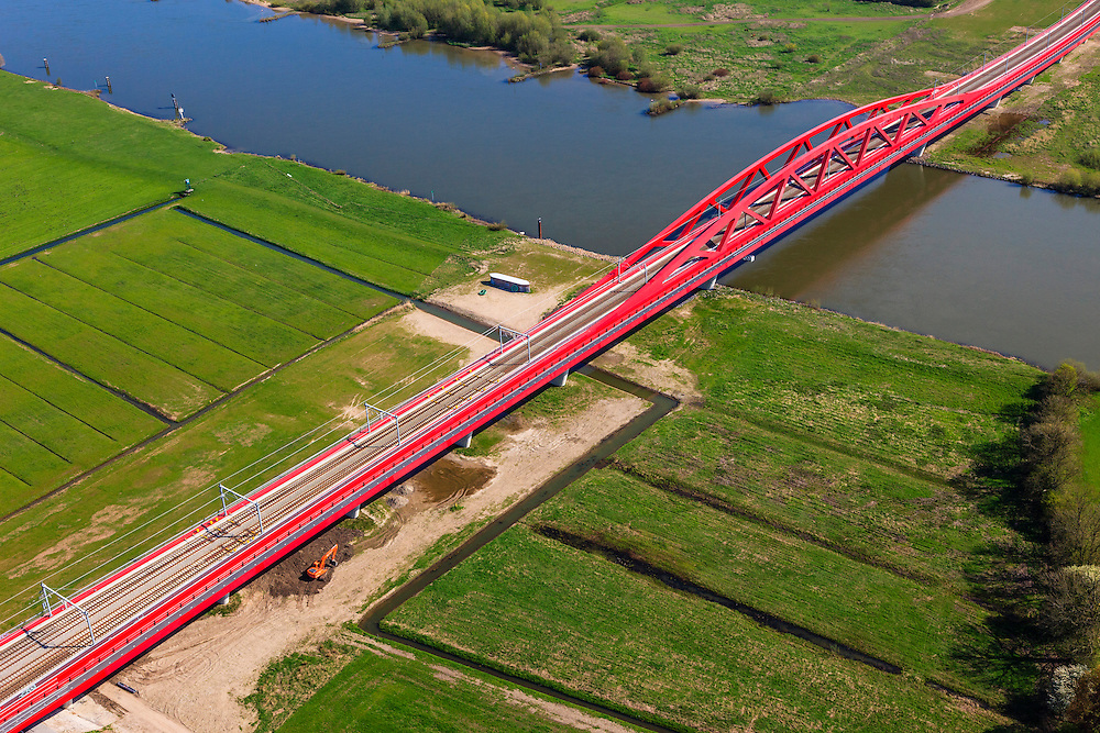 Nederland, Gelderland - Overijssel, Hattem, 01-05-2013; IJsselbrug, spoorbrug bij Hattem voor de Hanzelijn. Westoever.<br /> De 'Hanzeboog' is ontworpen door  Quist Wintermans Architecten.<br /> The red railway bridge Hanzeboog (Hanseatic arch) over the IJssel near Zwolle, has been designed by Quist Wintermans Architects.  <br /> luchtfoto (toeslag op standard tarieven);<br /> aerial photo (additional fee required);<br /> copyright foto/photo Siebe Swart