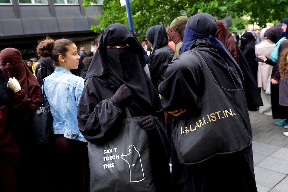 Offenbach | Germany | 28.06.2014: Der salafistische, slebsternannte Hassprediger Pierre Vogel (Abu Hamsa) spricht in Offenbach vor 200 Anh&auml;ngern unter dem Protest von mehreren Hundert B&uuml;rgern aus allen Bev&ouml;lkerungsgruppen, die Vogels Positionen ablehnen.<br /> <br /> hier: Verschleierte, weibliche Teilnehmerinnen<br /> <br /> <br /> Sascha Rheker<br /> 20130628<br /> NUTZUNG HONORARPFLICHTIG<br /> [Inhaltsveraendernde Manipulation des Fotos nur nach ausdruecklicher Genehmigung des Fotografen. Vereinbarungen ueber Abtretung von Persoenlichkeitsrechten/Model Release der abgebildeten Person/Personen liegt/liegen nicht vor.] [No Model Release | No Property Release]
