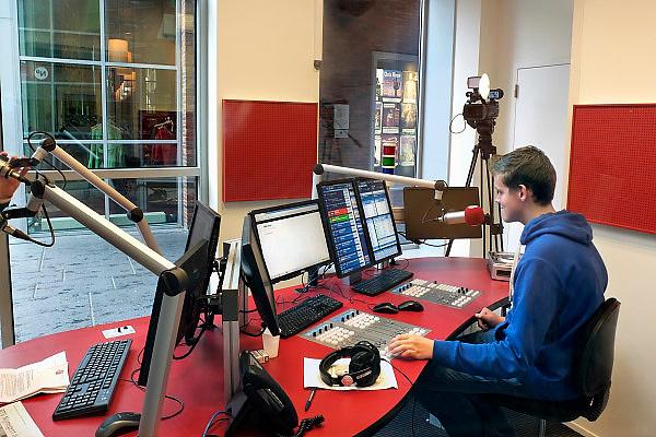 Nederland, Nijmegen, 14-10-2013De Nijmeegse Omroep, de lokale radio en tv zender, heeft een uitzending in een nieuwe studio bij filmhuis en theater Lux.Foto: Flip Franssen/Hollandse Hoogte