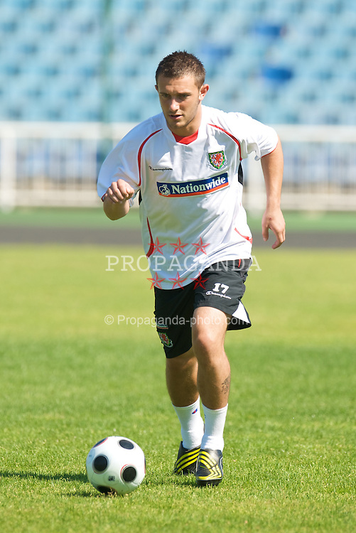 BAKU, AZERBAIJAN - Thursday, June 4, 2009: Wales' Neal Eardley training at the Tofig Bahramov Stadium ahead of the 2010 FIFA World Cup Qualifying Group 4 match against Azerbaijan. (Pic by David Rawcliffe/Propaganda)