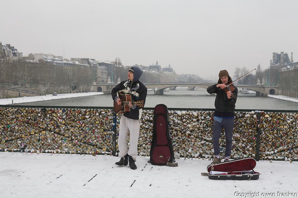 Paris in the snow, Jan 2013 - Pont des Arts