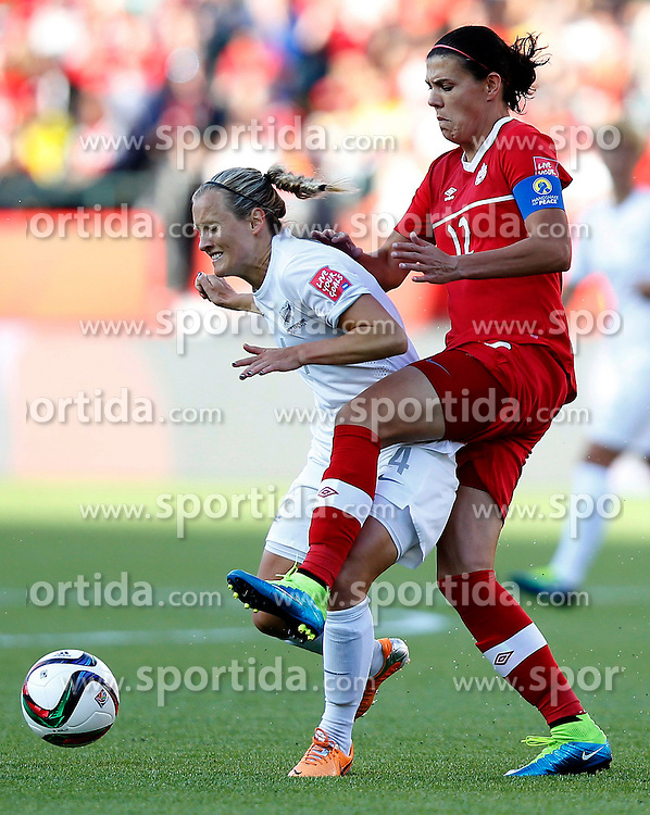 12.06.2015, Commonwealth Stadium, Edmonton, CAN, FIFA WM, Frauen, Kanada vs Neuseeland, Gruppe A, im Bild Christine Sinclair (R)of Canada vies with Katie Duncan of New Zealand. The match ended with a 0-0 dra // during group A match of FIFA Women's World Cup between Canada and New Zealand at the Commonwealth Stadium in Edmonton, Canada on 2015/06/12. EXPA Pictures &copy; 2015, PhotoCredit: EXPA/ Photoshot/ Wang Lili<br /> <br /> *****ATTENTION - for AUT, SLO, CRO, SRB, BIH, MAZ only*****
