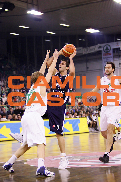 DESCRIZIONE : Ljubljana Lubiana Eurolega 2005-06 Union Olimpia Lubiana Climamio Fortitudo Bologna <br /> GIOCATORE : Becirovic <br /> SQUADRA : Climamio Fortitudo Bologna <br /> EVENTO : Eurolega 2005-2006 <br /> GARA : Union Olimpia Lubiana Climamio Fortitudo Bologna <br /> DATA : 08/12/2005 <br /> CATEGORIA : Tiro <br /> SPORT : Pallacanestro <br /> AUTORE : Agenzia Ciamillo-Castoria/S.Silvestri