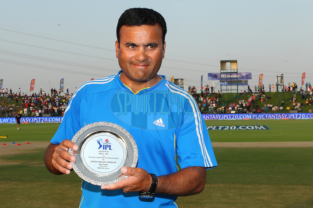 The curator with his plate in recognition for his work during the IPL during match 19 of the Pepsi Indian Premier League 2014 Season between The Kolkata Knight Riders and the Rajasthan Royals held at the Sheikh Zayed Stadium, Abu Dhabi, United Arab Emirates on the 29th April 2014<br /> <br /> Photo by Ron Gaunt / IPL / SPORTZPICS