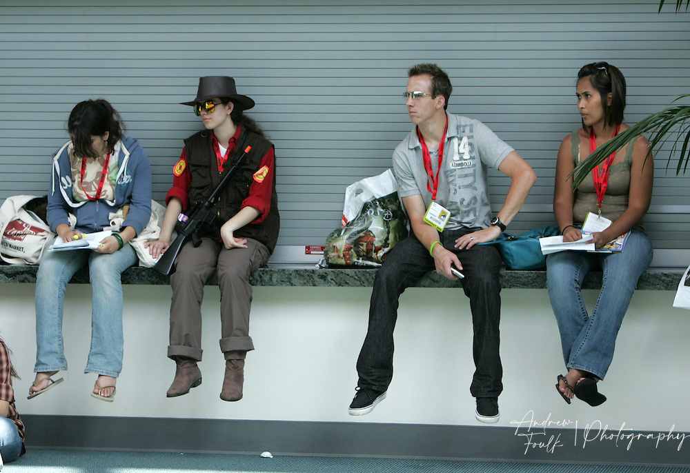 Andrew Foulk/ Zuma Press.July 23, 2009, San Diego, California, USA.  Comic Con.  Comic Con attendees use the ledge of one the exhibit halls as a seat , during day one of the 40th annual San Diego International Comic Con.