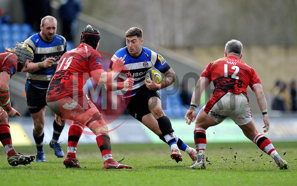 Matt Banahan of Bath Rugby in possession - Photo mandatory by-line: Patrick Khachfe/JMP - Mobile: 07966 386802 29/03/2015 - SPORT - RUGBY UNION - Oxford - Kassam Stadium - London Welsh v Bath Rugby - Aviva Premiership