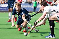 AMSTELVEEN -  Hockey Hoofdklasse heren Pinoke-Amsterdam (3-6). Dennis Warmerdam (Pinoke) , die  die vanwege kanker en een tumor in zijn arm, zijn hockeycarrière moet beëindigen . COPYRIGHT KOEN SUYK