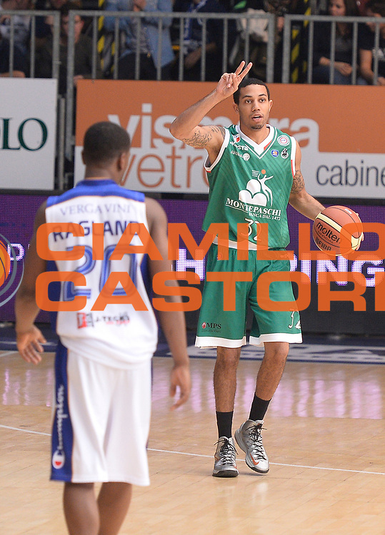 DESCRIZIONE : Cantu' campionato serie A 2013/14 Acqua Vitasnella Cantu' Montepaschi Siena<br /> GIOCATORE : Erick Green<br /> CATEGORIA : palleggio schema<br /> SQUADRA : Montepaschi Siena<br /> EVENTO : Campionato serie A 2013/14<br /> GARA : Acqua Vitasnella Cantu' Montepaschi Siena<br /> DATA : 24/11/2013<br /> SPORT : Pallacanestro <br /> AUTORE : Agenzia Ciamillo-Castoria/R.Morgano<br /> Galleria : Lega Basket A 2013-2014  <br /> Fotonotizia : Cantu' campionato serie A 2013/14 Acqua Vitasnella Cantu' Montepaschi Siena<br /> Predefinita :