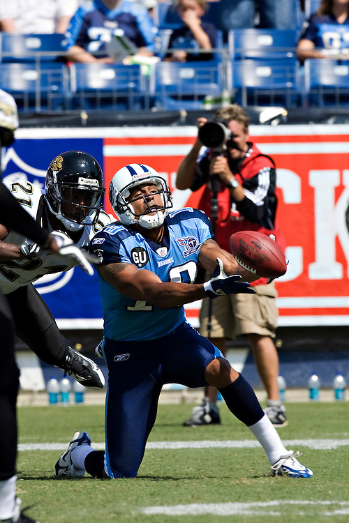 NASHVILLE, TN - SEPTEMBER 7:   Justin McCareins #19 of the Tennessee Titans tries to catch a pass against the Jacksonville Jaguars at LP Field on September 7, 2008 in Nashville, Tennessee.  The Titans defeated the Jaguars 17-10.  (Photo by Wesley Hitt/Getty Images) *** Local Caption *** Justin McCareins