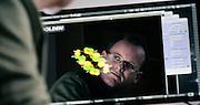 OSLO2014-09-05: Forsker Espen Sagvolden. Molekylet på skjermen hører med i et forskningsprosjekt om alternative fremstillingsmåter av solceller. FOTO:WERNERJUVIK